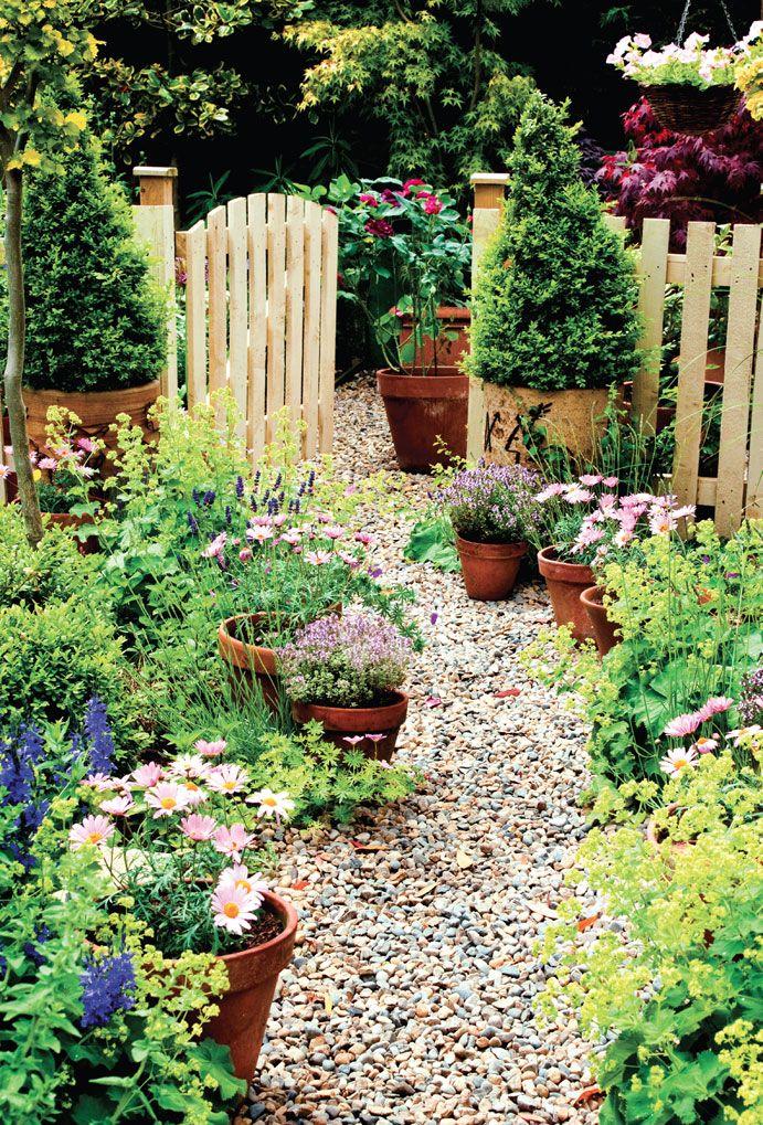 Backyard pathways, DIY garden pathways, DIY gardening, landscaping and yard inspiration, popular pin, backyard pathway ideas.