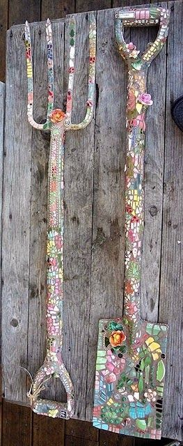 Yard decor, easy yard decor, mosaic, garden mosaics, popular pin, gardening, gardening hacks, gardening tips, easy gardening, DIY gardening, DIY landscaping, DIY yard design.