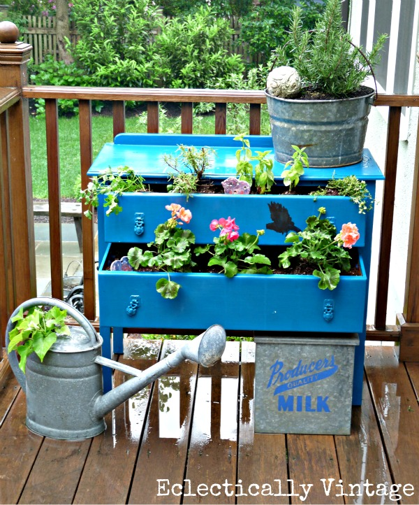 Thrift store shopping, shopping hacks, outdoor shopping, thrift store, furniture flips, outdoor DIY, popular pin, easy outdoor upgrades.