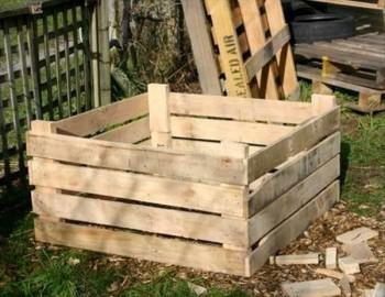 DIY composting, composting hacks, composting tips, popular pin, compost bins, DIY compost bins, compost bin projects.