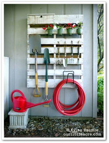 pallet-garden-projects-garden-supply-storage
