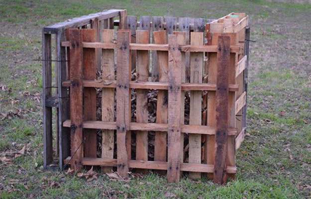 pallet-garden-projects-pallet-compost-bin