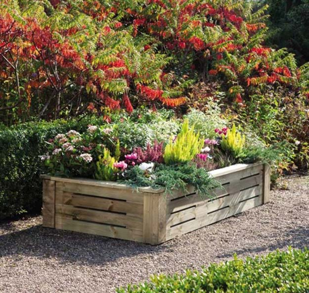pallet-garden-projects-raised-flower-bed