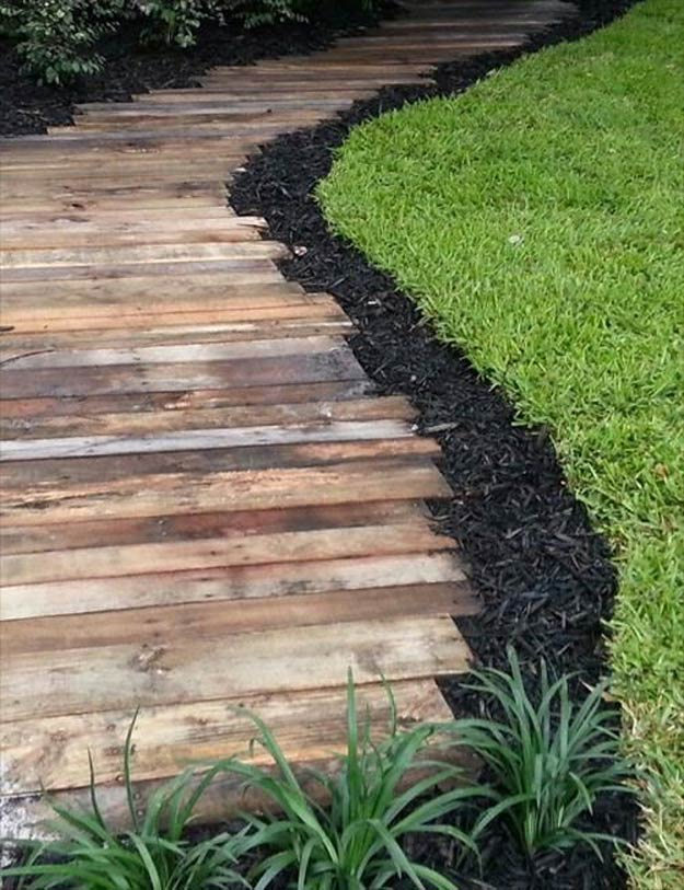 pallet-garden-projects-wooden-pathway