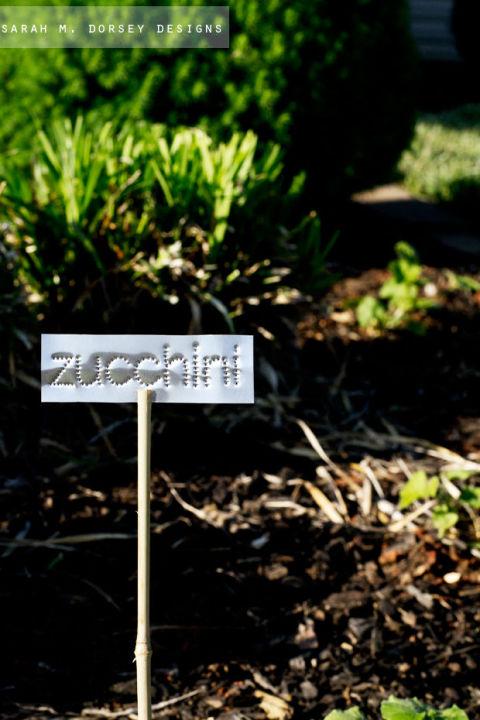 DIY Garden Markers, Garden Markers, Quick DIY Garden Markers, Garden Marker Projects, Easy Garden Markers, Garden Marker DIY Projects, Popular Pin, Gardening, Gardening Projects
