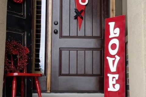 Valentines Day Porch Decor, Valentines Decor Ideas, Holiday Porch Decor, Easy Porch Decor, How to Decorate Your Porch, Holiday Porch Decor Ideas, Easy DIY Porch Decor, Popular Pin, Valentines, Valentines Day, Valentines Day Decor