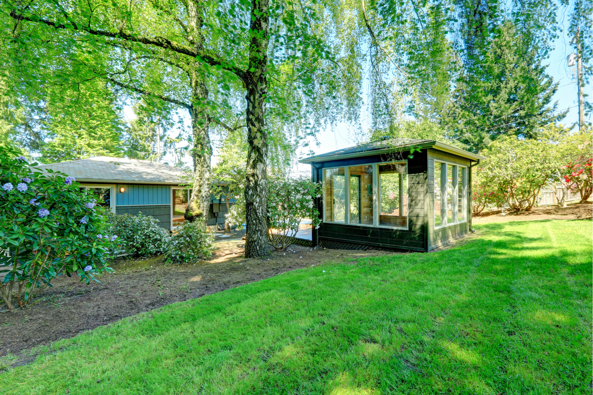 If you've ever wanted to have a garden room, you should check out these garden room ideas. This garden room idea is outside of the home but still can be so cozy.