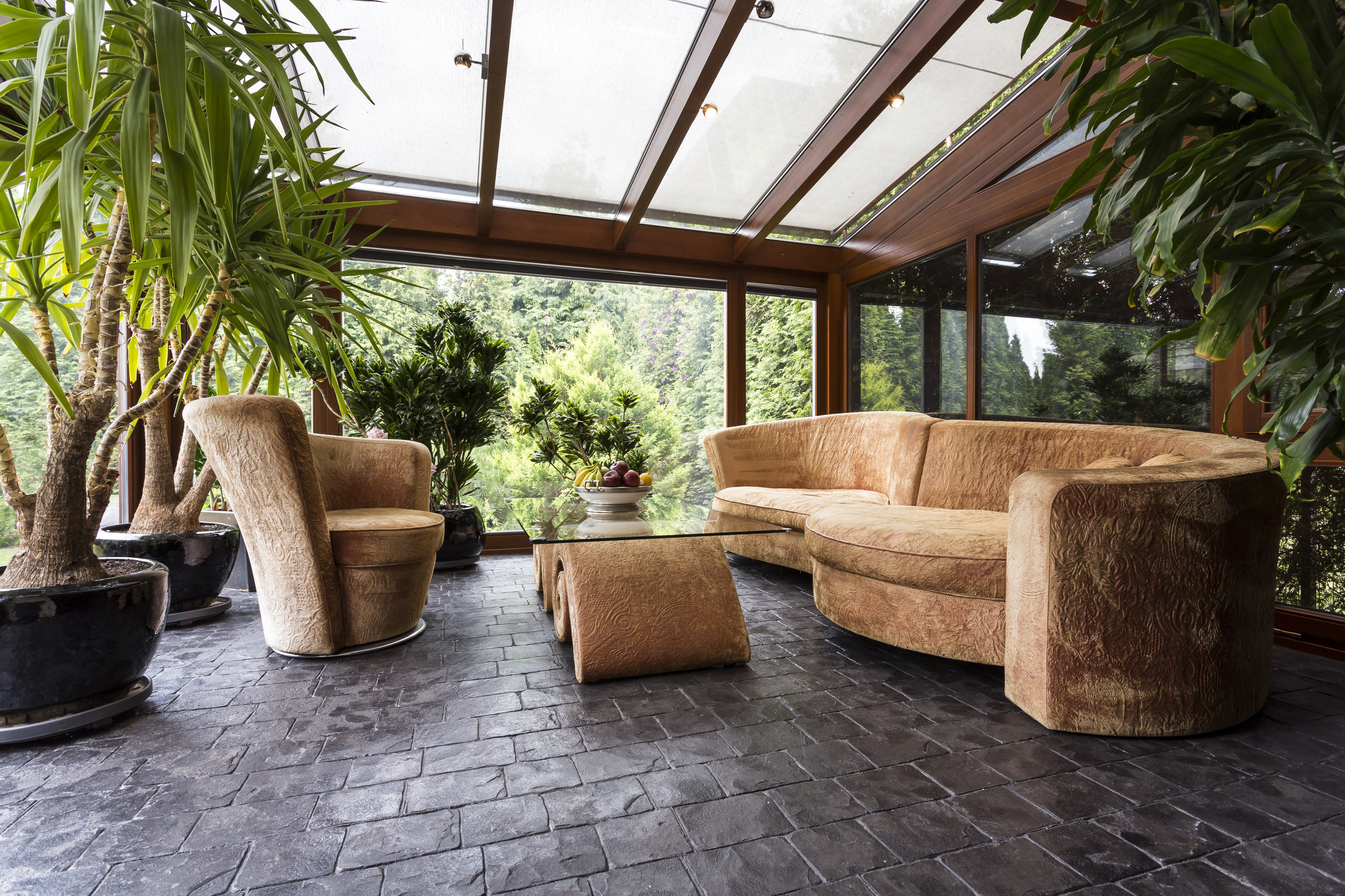 If you've ever wanted to have a garden room, you should check out these garden room ideas. This garden room ideas for interiors will make you think it's summer all year long.