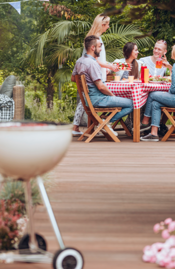 Just because you are on a budget doesn't mean that you can't make your garden look absolutely amazing. With the right materials, anyone can pull off these incredible budget garden inspiration ideas. You will love spending time in your backyard!