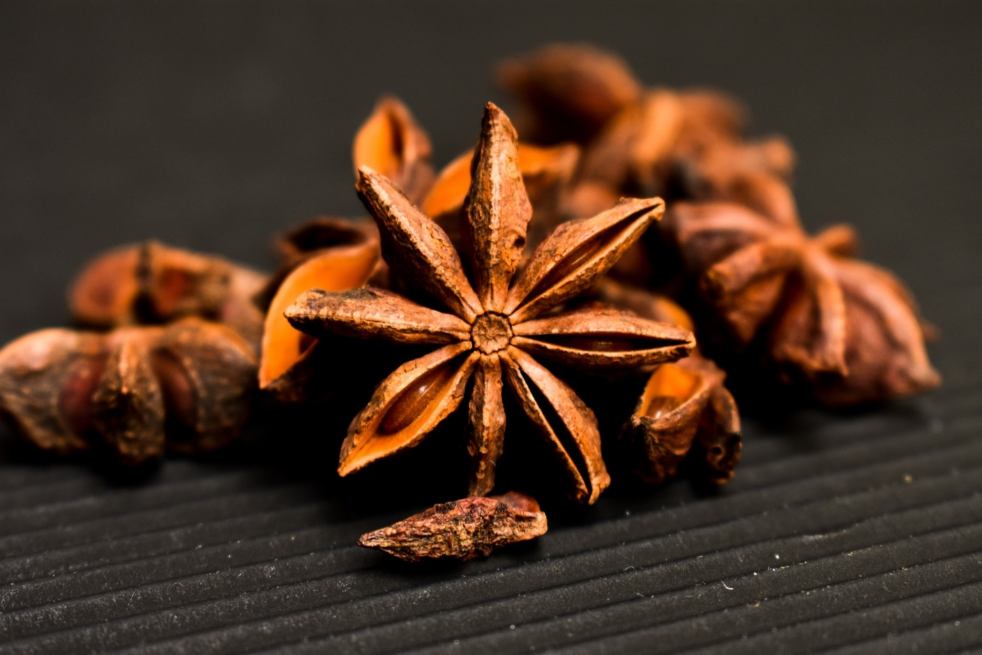 Pruning the star anise plant